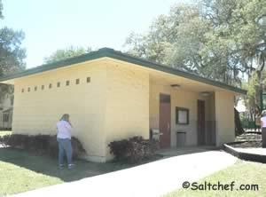 restrooms near spring park pier