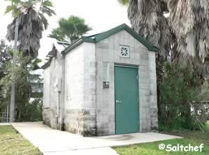 restrooms at bert maxwell fishing pier