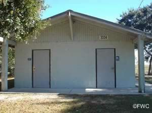 restrooms at holly point boat ramp in fernandina beach florida
