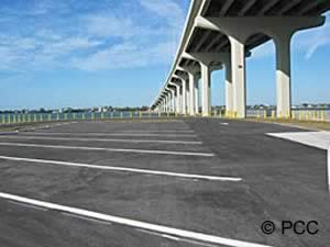a good amount of boat trailer parking at the belleair causeway boat ramp