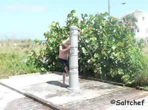 rinsing showers at grayce kenemer beachfront park 32169
